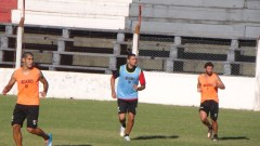 Tobías Albarracín, Jorge Piñero da Silva y Lautaro Formica, durante un entrenamiento franjeado (Foto club Guaraní)