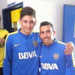 Nicolás Benegas junto a Carlos Tévez, uno de los sueño del pibe