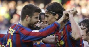 Jugador de fútbol molesta a un espectador