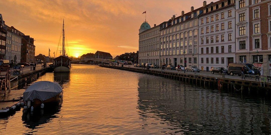 Amanecer en Nyhavn