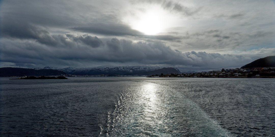 Al este de Valderøya