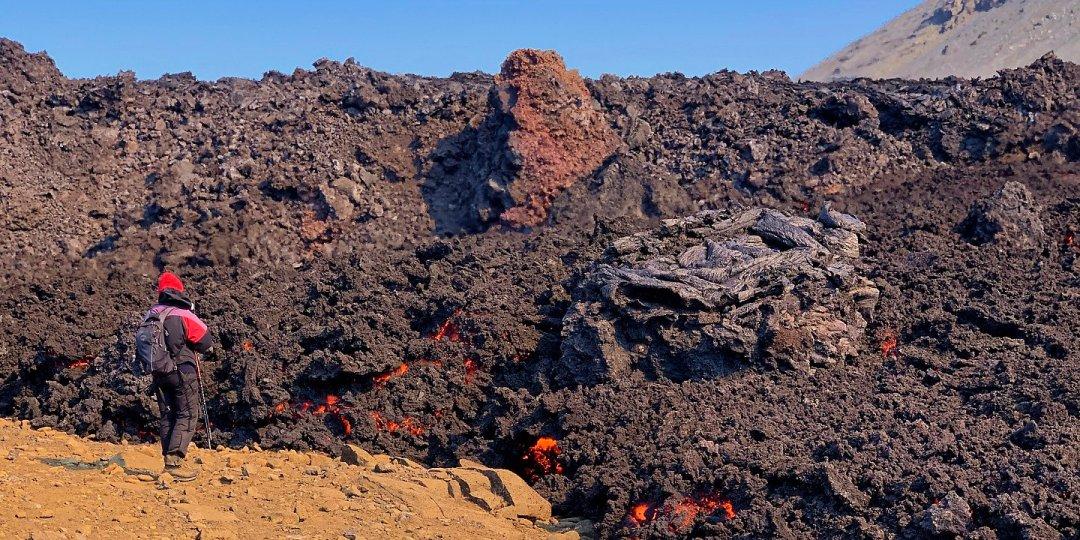 Junto a la lava