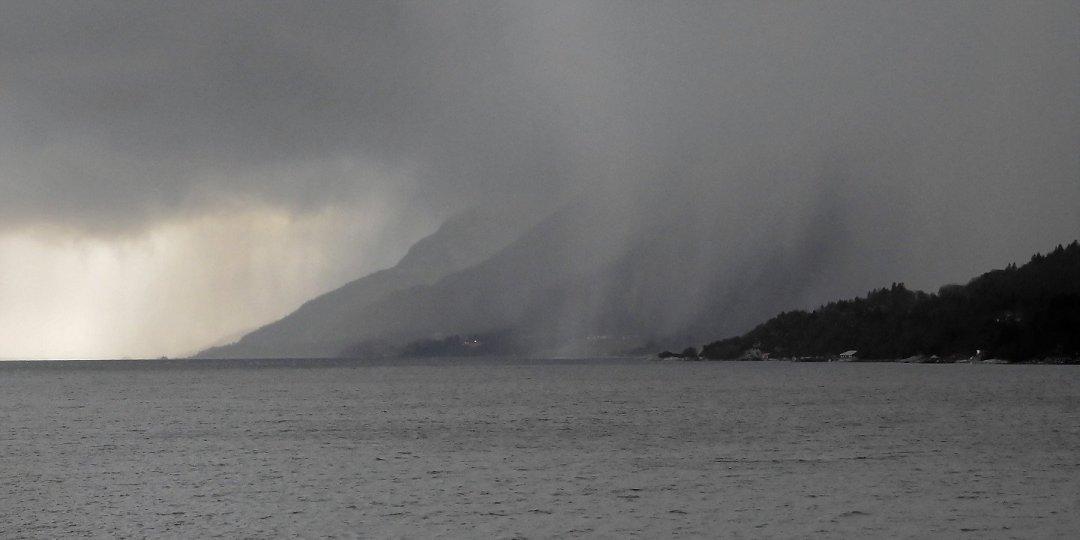 Tormenta de granizo en el Moldefjorden