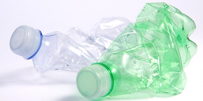 Eliminare la plastica e utilizzare i depuratori d'acqua si contribuisce al miglioramento dell'ambiente