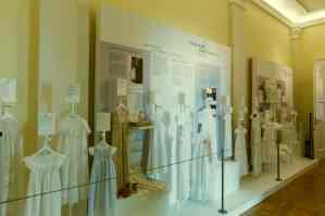 Die Taufkleider-Galerie. Foto: Schlossmuseum/Marek Kruszewski