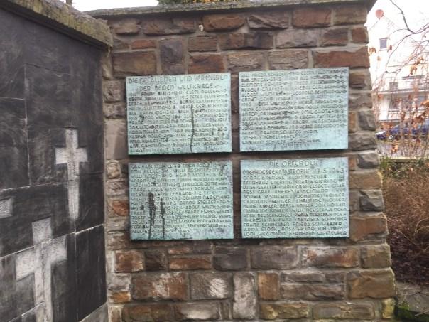Foto: Christoph Fleischer, Gedenktalfen in Günne - Warum fehlen die Opfer der KZs auf den offiziellen Gedenkstätten?