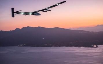 ハワイ上空を飛行するソーラー・インパルス2; 出典: | Solar Impulse| http://www.solarimpulse.com