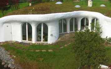 出典: | Wikipedia GFDL | https://commons.wikimedia.org/wiki/File:Earth_house.jpg#/media/File:Earth_house.jpg