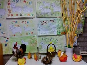 Alle kippen leggen een ei en de lammetjes lopen in de wei