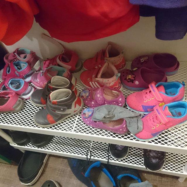 Das nenne ich mal eine stattliche Schuhsammlzng die meine Tochter da hat