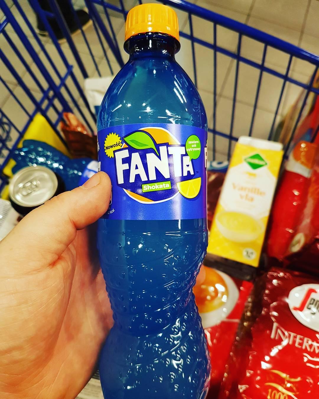 Blaue Fanta – schmeckt für mich wie Spülmittel. Muss ich nicht noch mal haben.com
