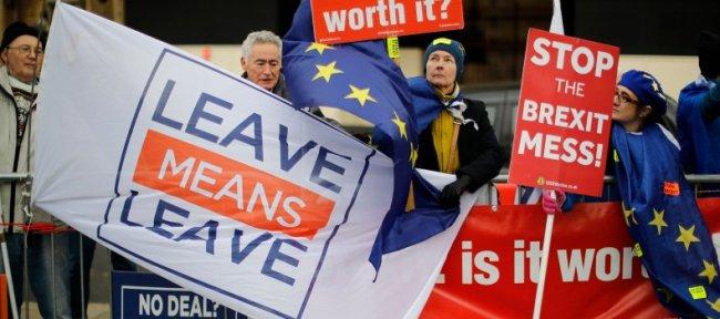 Nei-generalen Nigel Farage vil tilbake i politikken hvis Storbritannia skal delta i et nytt valg til EU-parlamentet