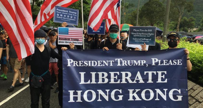USA starter demonstrasjoner mot regjeringer de ikke liker eller overtar kontrollen over demonstrasjoner de ikke liker.