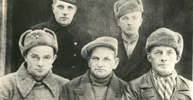 For alle de døde partisanen har heder for krigsinnsatsen ingen betydning lenger. De er døde. Har det betydning likevel?