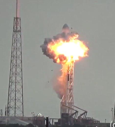 USA må leie plass på russiske fartøy for å få egne romfarere opp til den internasjonale romstasjonen. Det er svindyrt.