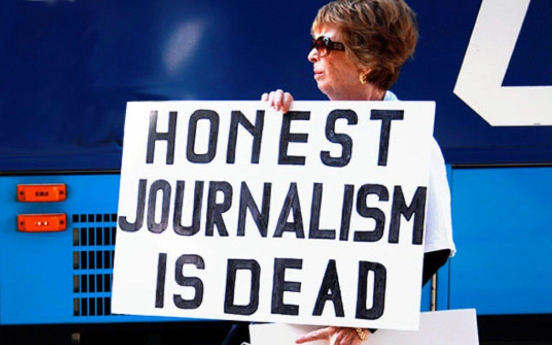 Når journalister ikke reagerer på rettsfarsen overfor Julian Assange forteller det at demokratiet dør.