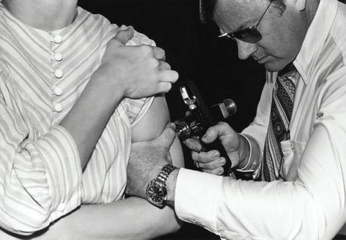 Bill Gates vil vaksinere hele jordas befolkning. Hvorfor akkurat han?