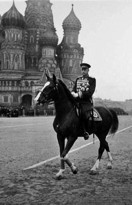 Den polske generalen Rokossovsky var sentralt medvirkende til det nazistiske nederlaget under 2. verdenskrig.