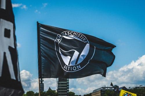 Kostymene fascismen ikler seg er aldri idenetiske. Glem Hitler og Mussolini. I dag har fascismen nye gevanter: anti-fascisme.