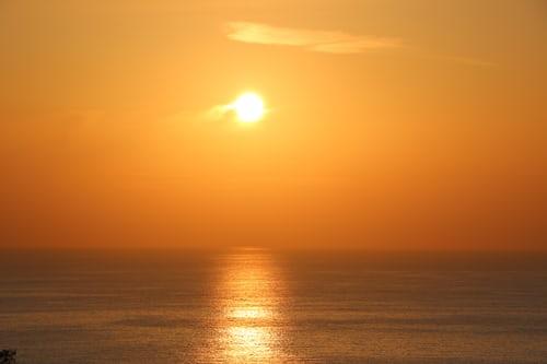 Sola og havet regulerer og bestemmer jordas klima og temperaturer.