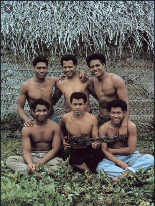 """Boka """"Fluenes herre"""" beskriver brutalisering av barn på en øde øy. Denne virkelige historien viser det motsatt."""