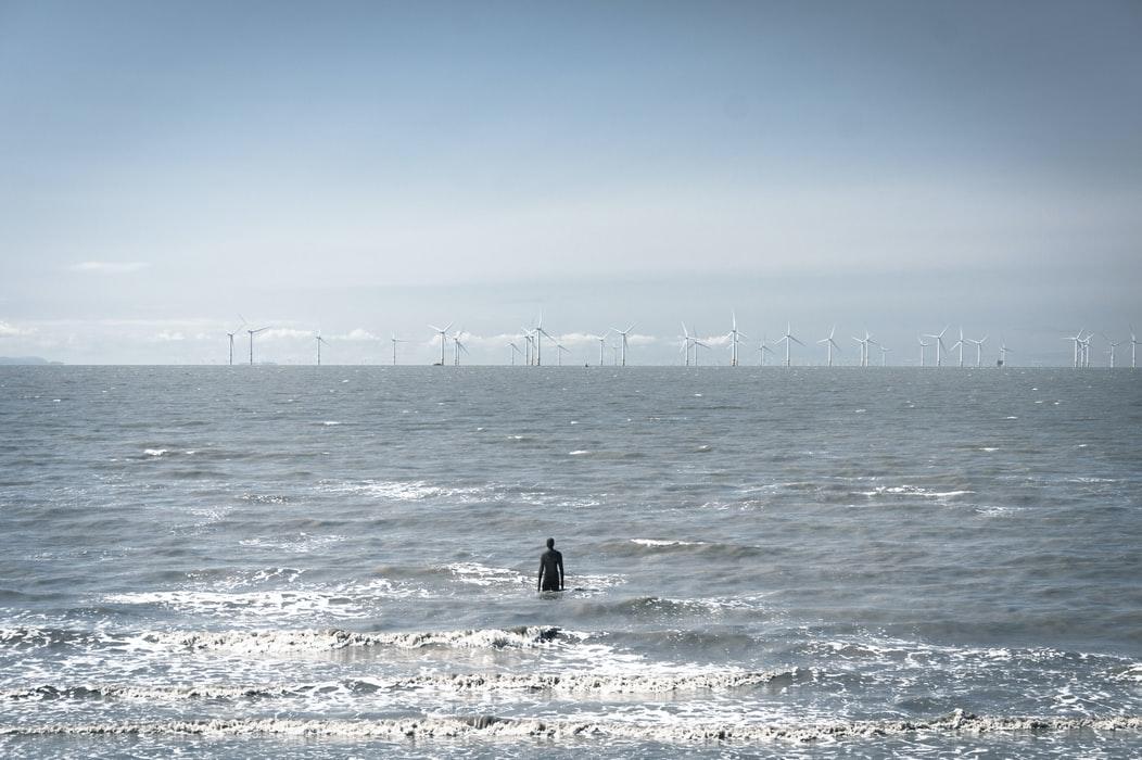 Havvind gir et lite konkurransedyktig energi. Hva skal Norge med den? Vi har all den billige el-kraften vi trenger fra fossene våre.