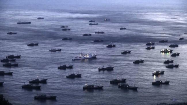 Det pågår militære og politiske sjakktrekk i Sør-Kinahavet, men ingen åpne krigshandlinger. USA mot Kina og Filippinene imellom.