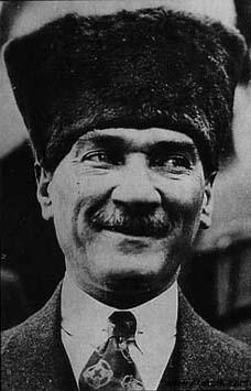 Aa! Atatürk gülebiliyormuş!Aa! Atatürk gülebiliyormuş!