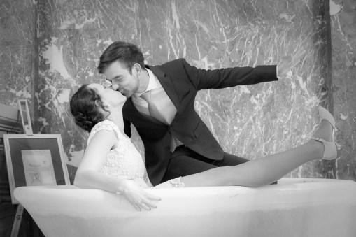 Brautpaar, Kuss in der Badewanne