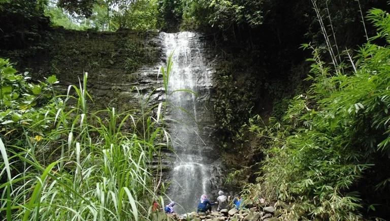 """Berwisata ke Curug Wana Suta dan """"Ubudnya"""" Desa Dermaji"""