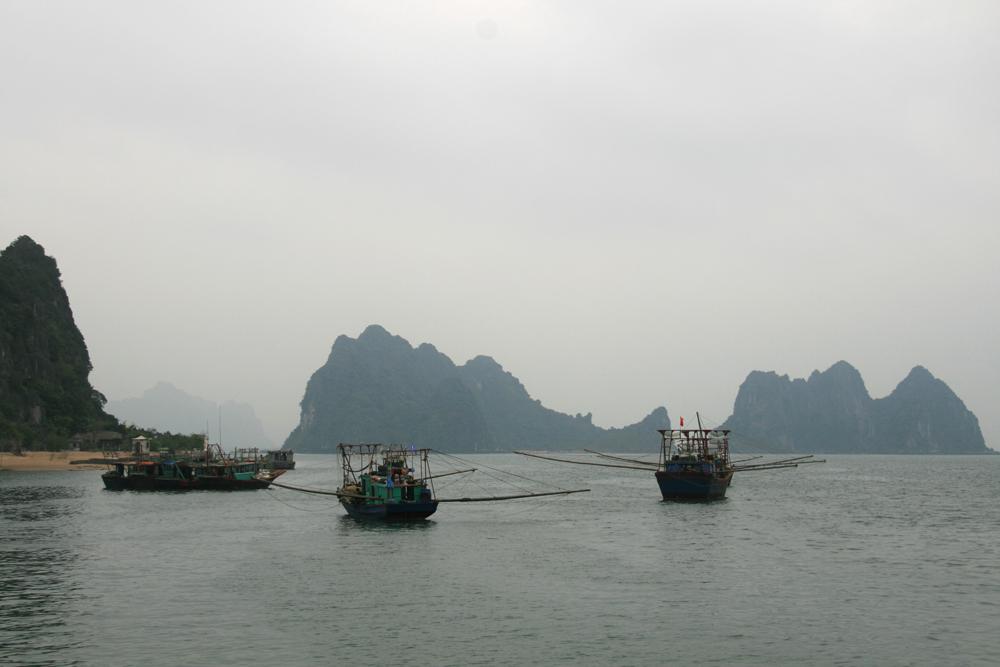 Départ de Cai Rong dans la baie de Tu Long