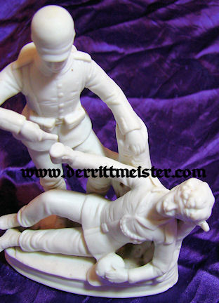 GERMANY - FIGURINE - SOLDIER AIDING WOUNDED COMRADE - PORCELAIN - Imperial German Military Antiques Sale