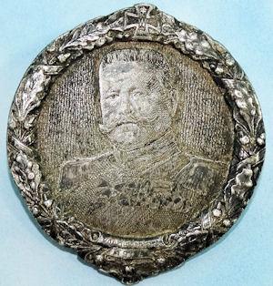 GERMANY - BADGE - PORTRAYING GENERALFELDMARSCHALL PAUL von HINDENBURG - Imperial German Military Antiques Sale