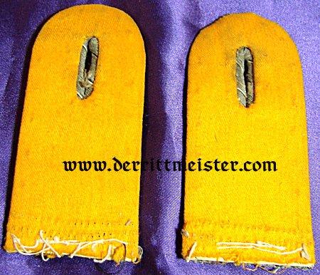 PRUSSIA - SHOULDER BOARDS - LEUTNANT - ARTILLERIE-REGIMENT OR DRAGONER-REGIMENT - Imperial German Military Antiques Sale