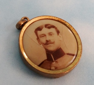 PATRIOTIC PENDANT - COLORIZED PATRIOTIC SOLDIER'S - Imperial German Military Antiques Sale