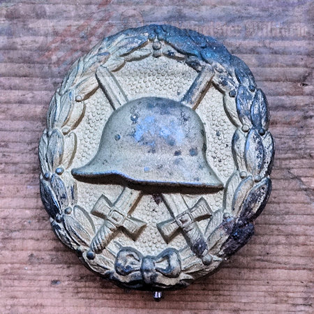 ARMY WOUND BADGE - GOLD