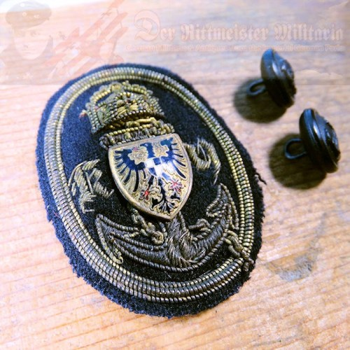 CAP BADGE - KAISERLICHER YACHT CLUB AND TWO SMALL CHIN STRAP BUTTONS - Imperial German Military Antiques Sale
