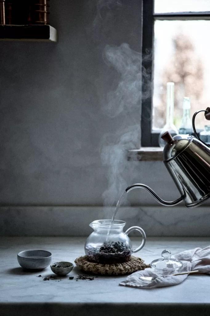 Storia delle cerimonia del tè - Tè nero in foglie in brocca di vetro