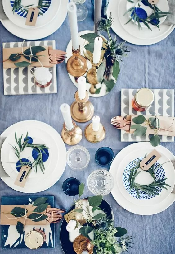tavola in autunno - azzurro blu e verde