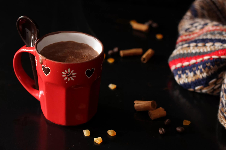 Cioccolata calda alla cannella, arancia e caffè