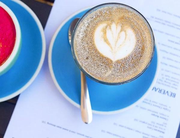 glitter-coffee-cappuccino-latte-art-oro-tazza-azzurra