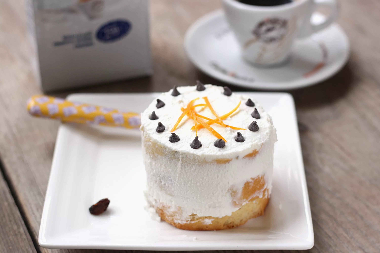 Naked cake di panettone con crema di ricotta e bagna al caffè