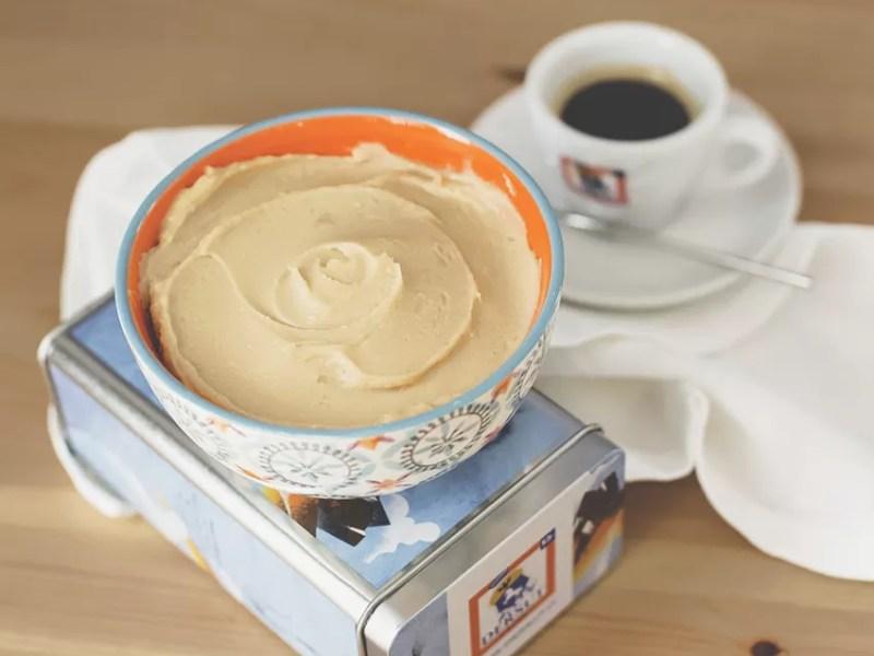 Frosting al mascarpone e caramello salato (ricetta senza uova e burro)