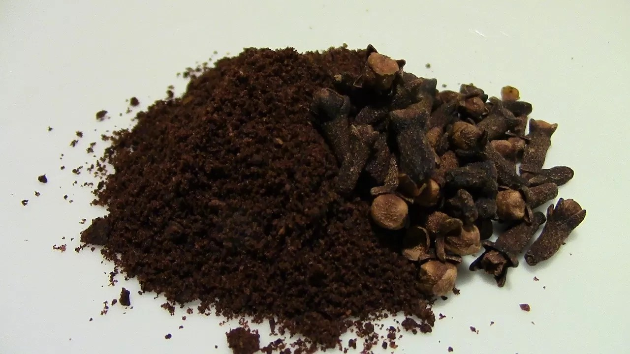 caffè e chiodi di garofano