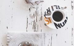 Biscotti alle nocciole e cacao per accompagnare il caffè in tutta dolcezza