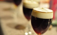 Irish coffee, il cocktail a base di caffe e whiskey irlandese che ha conquistato il mondo