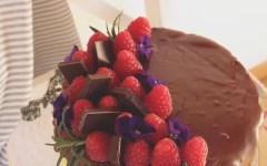Naked cake al caffè e cioccolato con crema alla vaniglia