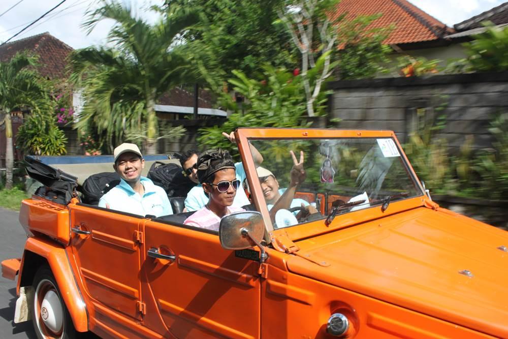 VW Safari Amazing Race Desa Penglipuran Bali - VW Orange
