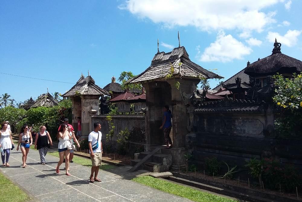 Wisata Desa Penglipuran Bali - 2D 1N Tour & Ayung Rafting - Angkul Angkul