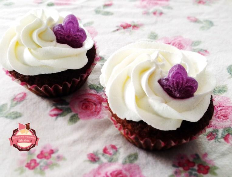 cupcakes violeta y nata